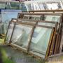 Пропонуємо б/у скло,  склопакети,  вітрини,  двері і алюмінієві рами